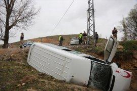 Bayburt'ta Otomobil İle Minibüs Çarpıştı: 12 Yaralı