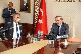 Aydıntepe Kaymakamı Mustafa Akın ile Köy Muhtarları Vali Cüneyt Epcim'i Ziyaret Etti
