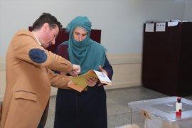 Bayburt'ta Oy Verme İşlemi Devam Ediyor