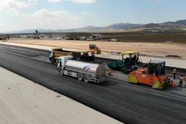 Gümüşhane-Bayburt Havaalanında Pistin Asfaltlama İşlemine Başlandı