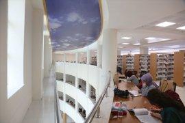 Gün Işığında Okuma Keyfi Sunan Kütüphane