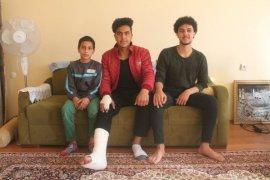Yola Atlayan Çocuğu Kurtardı Kendi Yaralandı
