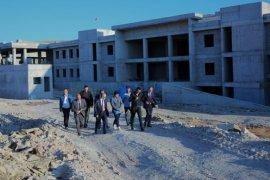 Vali Epcim, göçmen geri gönderme merkezinde incelemelerde bulundu