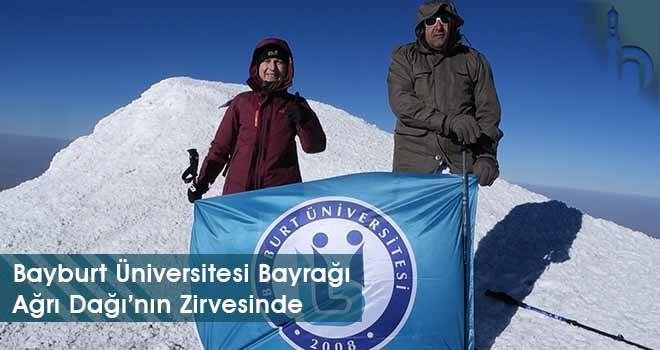 Bayburt Üniversitesi Bayrağı Ağrı Dağı'nın Zirvesinde