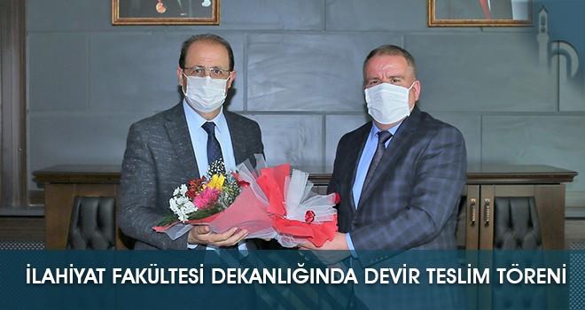 İlahiyat Fakültesi Dekanlığında Devir Teslim Töreni Gerçekleşti