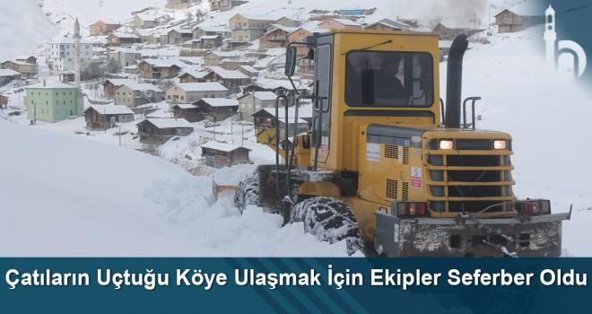Çatıların uçtuğu köye ulaşmak için ekipler seferber oldu