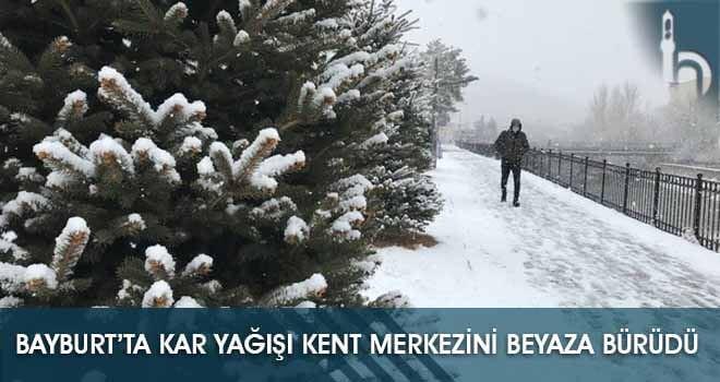 Bayburt'ta Kar Yağışı Kent Merkezini Beyaza Bürüdü