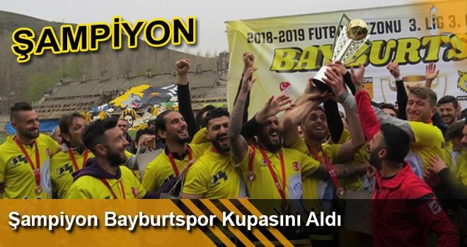 Şampiyon Bayburtspor Kupasını Aldı.