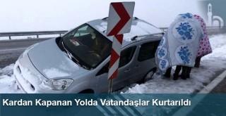 Kardan Kapanan Yolda Vatandaşlar Kurtarıldı